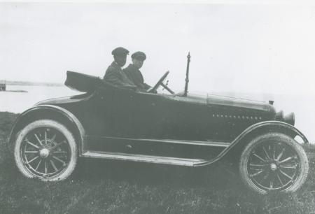 McLaughlin-Buick down at the lake, c. 1915